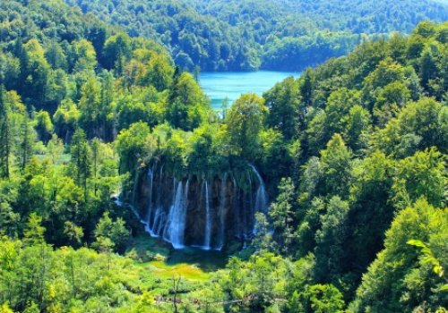 How and when to visit Plitvice lakes?